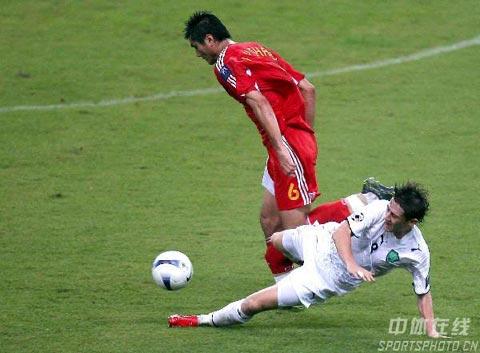 ...亚洲杯c组最后一轮,中国队0-3负於乌兹别克斯坦队,被淘汰出局... (23)